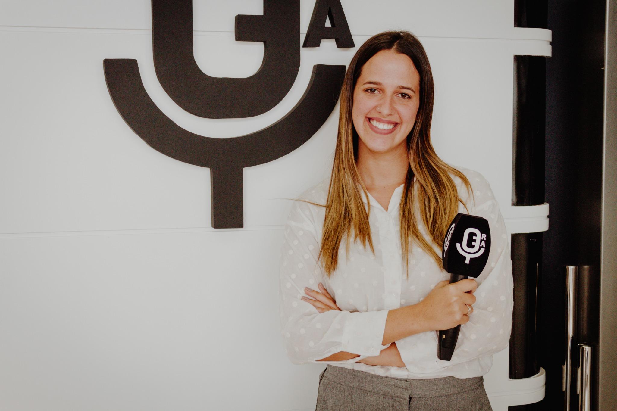 La periodista Ana Gomar, posando en la Escuela de Reporteros de Andalucía
