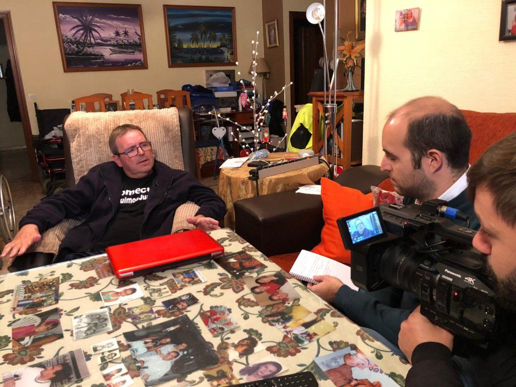 Miguel Ángel Moreno entrevistando a Juanma Díaz, matemático que narra su lucha contra el cáncer en las Redes Sociales