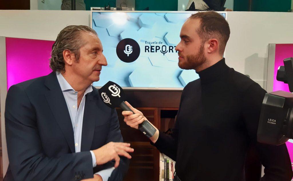 David Díaz entrevistando a Josep Pedrerol en la Escuela de Reporteros de Andalucía